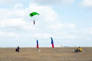 Фото_С парашютом за спиной